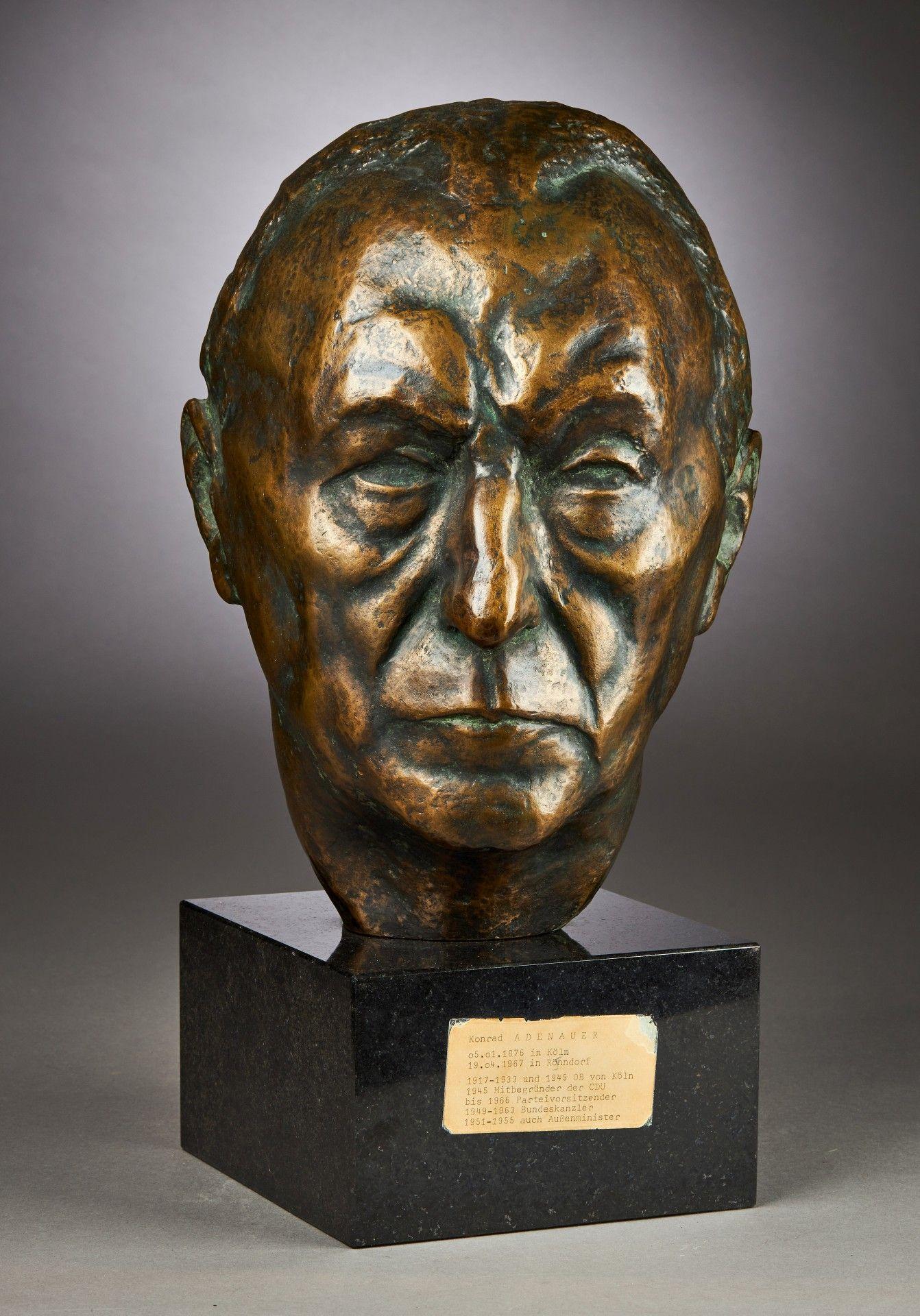Yrsa von Leistner: Porträtbüste Konrad Adenauers.