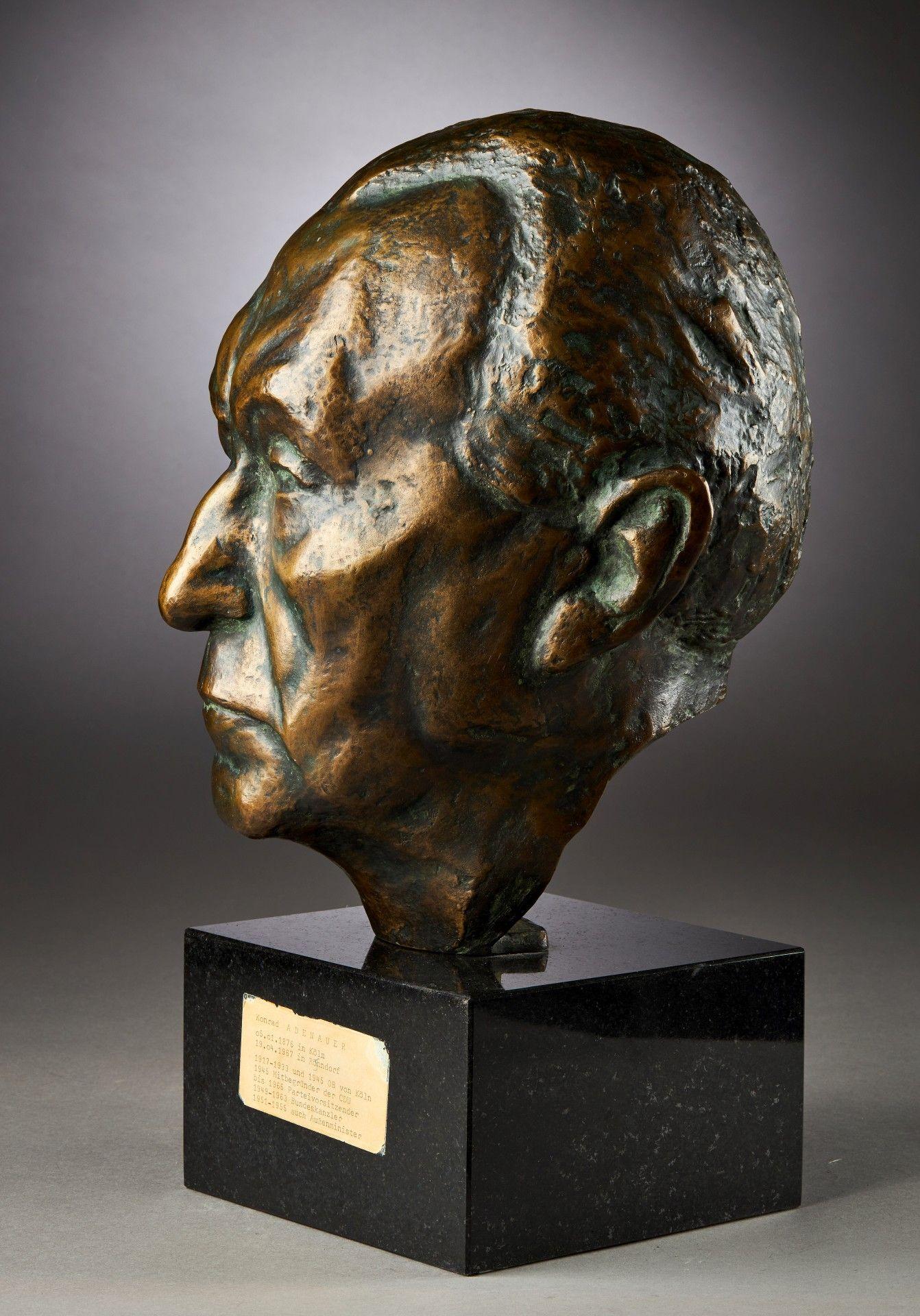 Yrsa von Leistner: Porträtbüste Konrad Adenauers. - Image 2 of 4