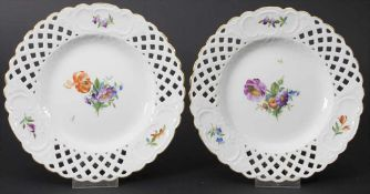 Paar Korbrandteller 'Bunte Blumen' / A pair of basket rim plates with flowers, Royal Copenhagen,