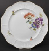 Teller mit Blumenmalerei / A plate with flowers, Ludwigsburg, Ende 20. Jh.Material: Po