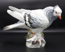Seltene große Vogelfigur 'Taube mit Federfüßen'