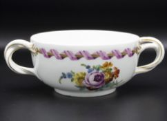 Henkelschale mit rosa Spiralband / A two handled bowl with pink spiral ribbon, Meissen, ...