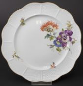 Teller mit Blumenmalerei / A plate with flowers, Ludwigsburg, Ende 20. Jh.