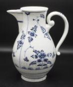Kaffeekanne mit Strohblumendekor / A coffee pot with straw flowers, Frankenthal, um 1770