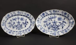 Zwei Zwiebelmuster Servierschalen / Two serving plates with onion pattern, Meissen, um 1900