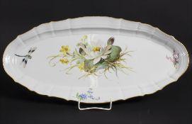 Große Jugendstil Platte mit 'Seerose und Libelle' / An Art Nouveau serving plate, Meissen, um 1900
