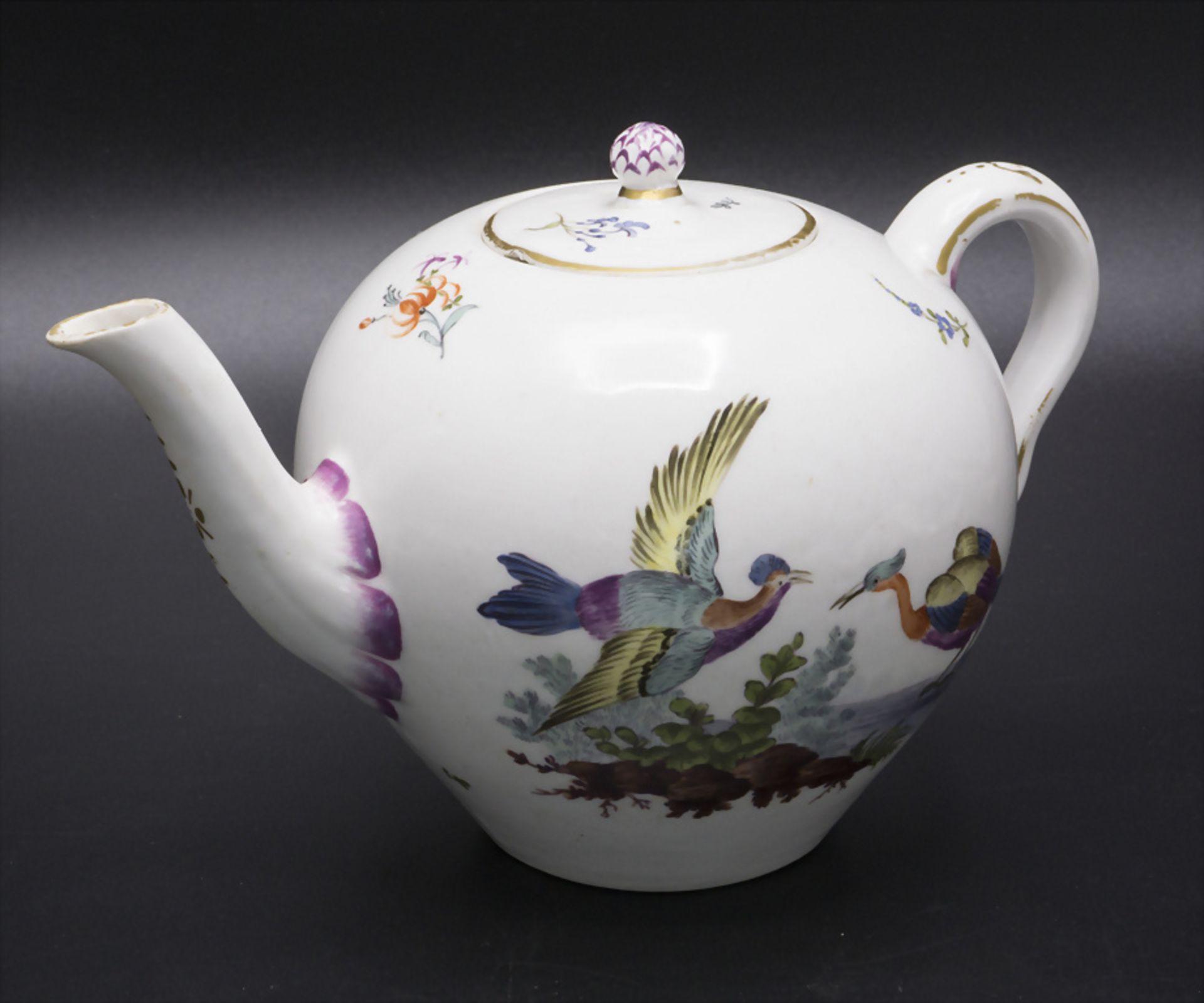 Teekanne mit galanter Szene / A tea pot with a courting scene, Frankenthal, um 1735
