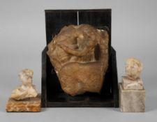 Etruskische Alabasterurnenfragmente aus Volterra