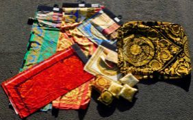 Convolute VERSACE. Fabric samples, pillowcases, presentation pillows.