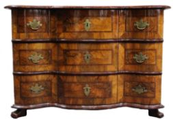 Dresser baroque. Walnut? Three-drawer body with a curved front.