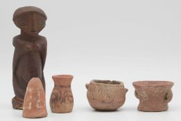4 ceramics and a figure wood. Probably West Africa, Sahara.