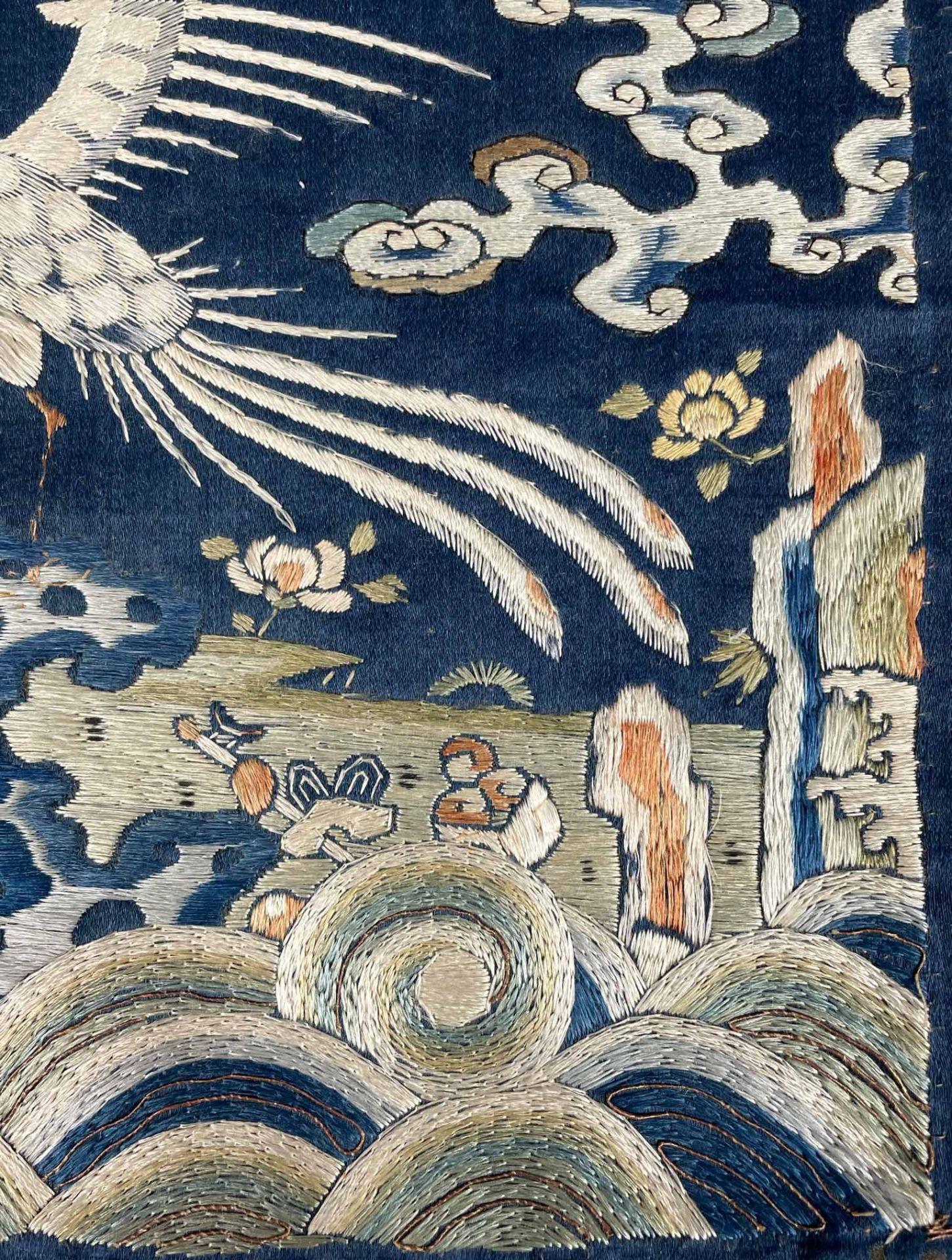 Rangabzeichen. Für die Rückseite einer Robe. Wohl Kranich. - Image 3 of 8