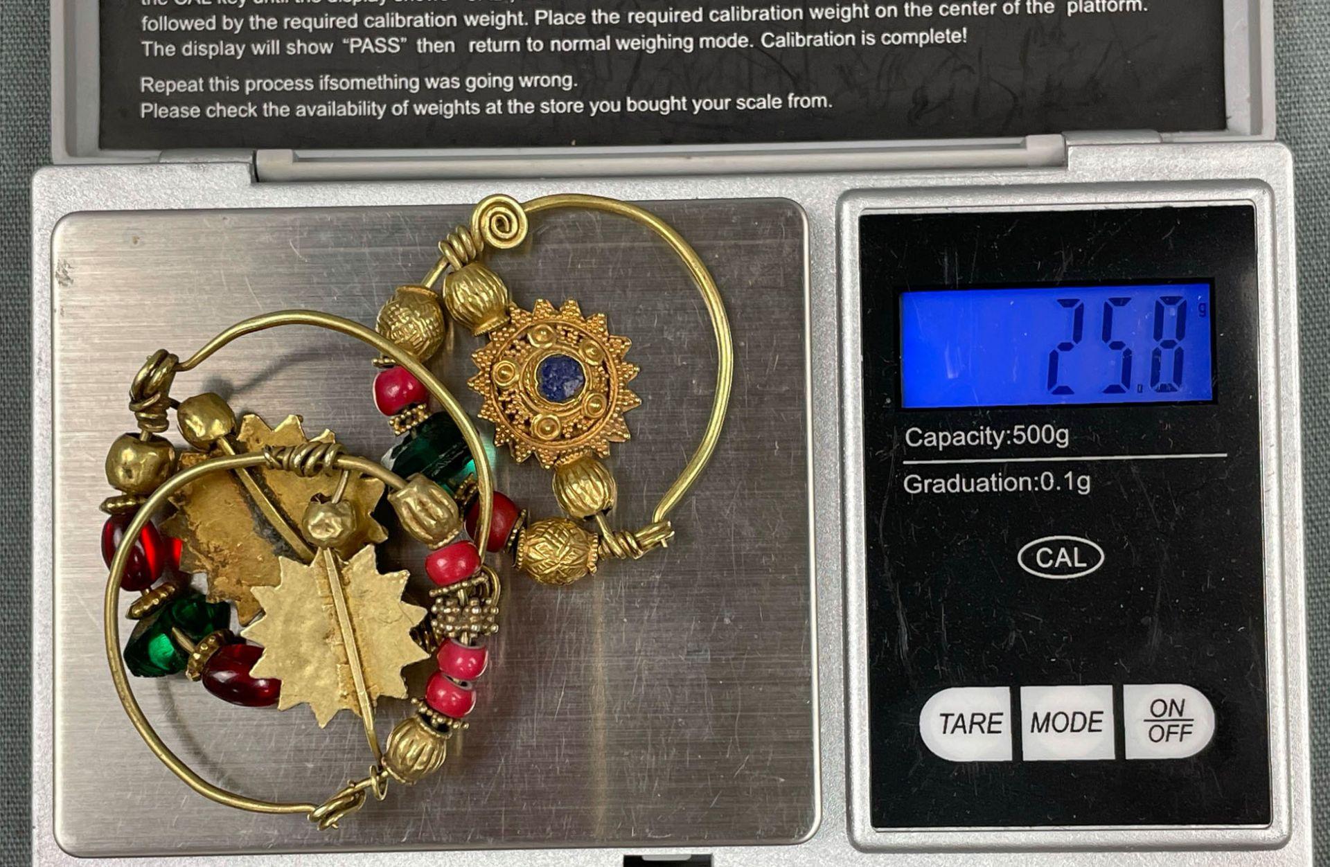 3 Anhänger, Ohrschmuck? Wohl Mogul Indien antik. Gold. - Image 10 of 10