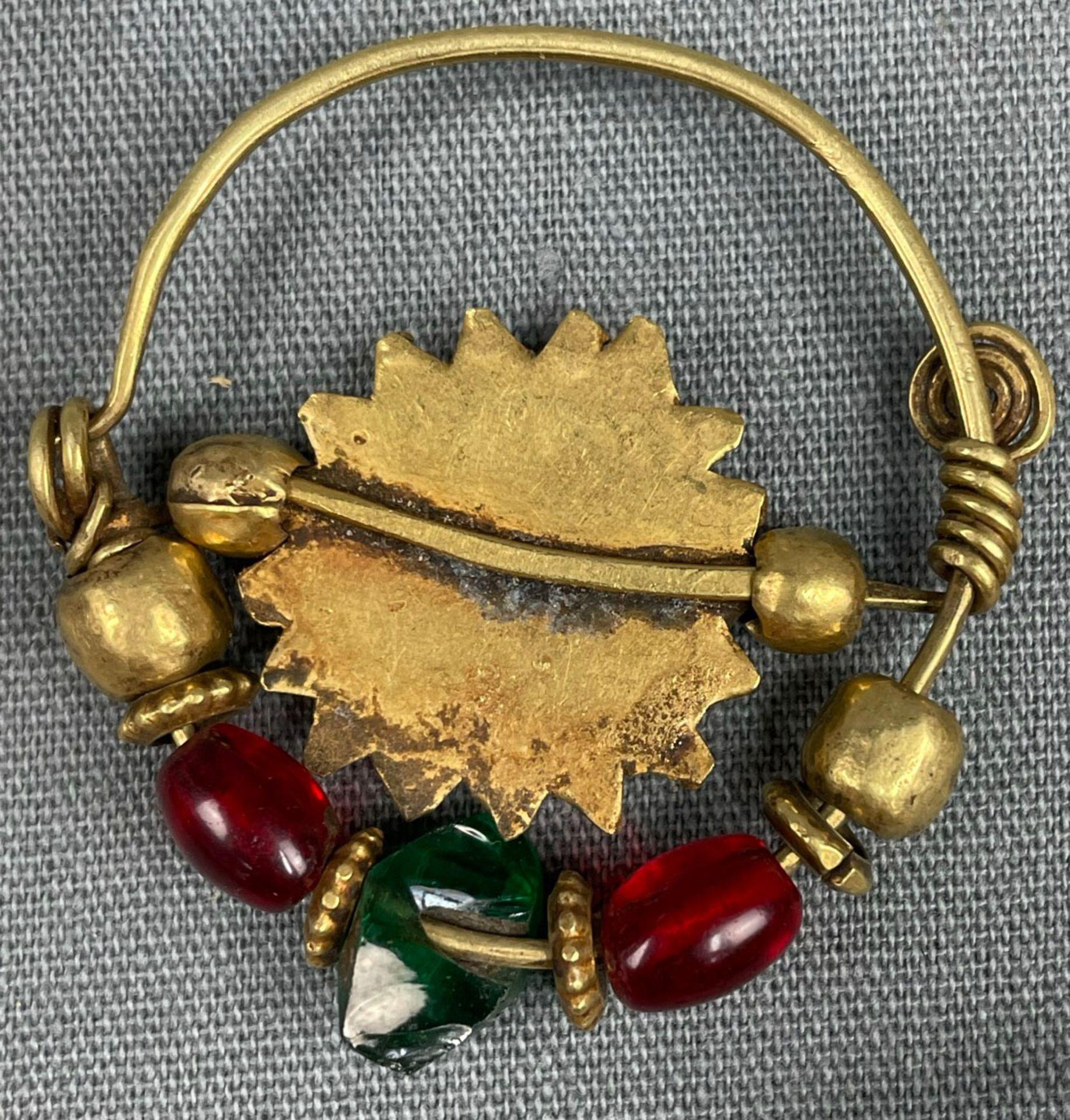 3 Anhänger, Ohrschmuck? Wohl Mogul Indien antik. Gold. - Image 3 of 10