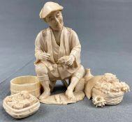 Muschelfischer. Skulptur. Wohl Japan alt um 1920.