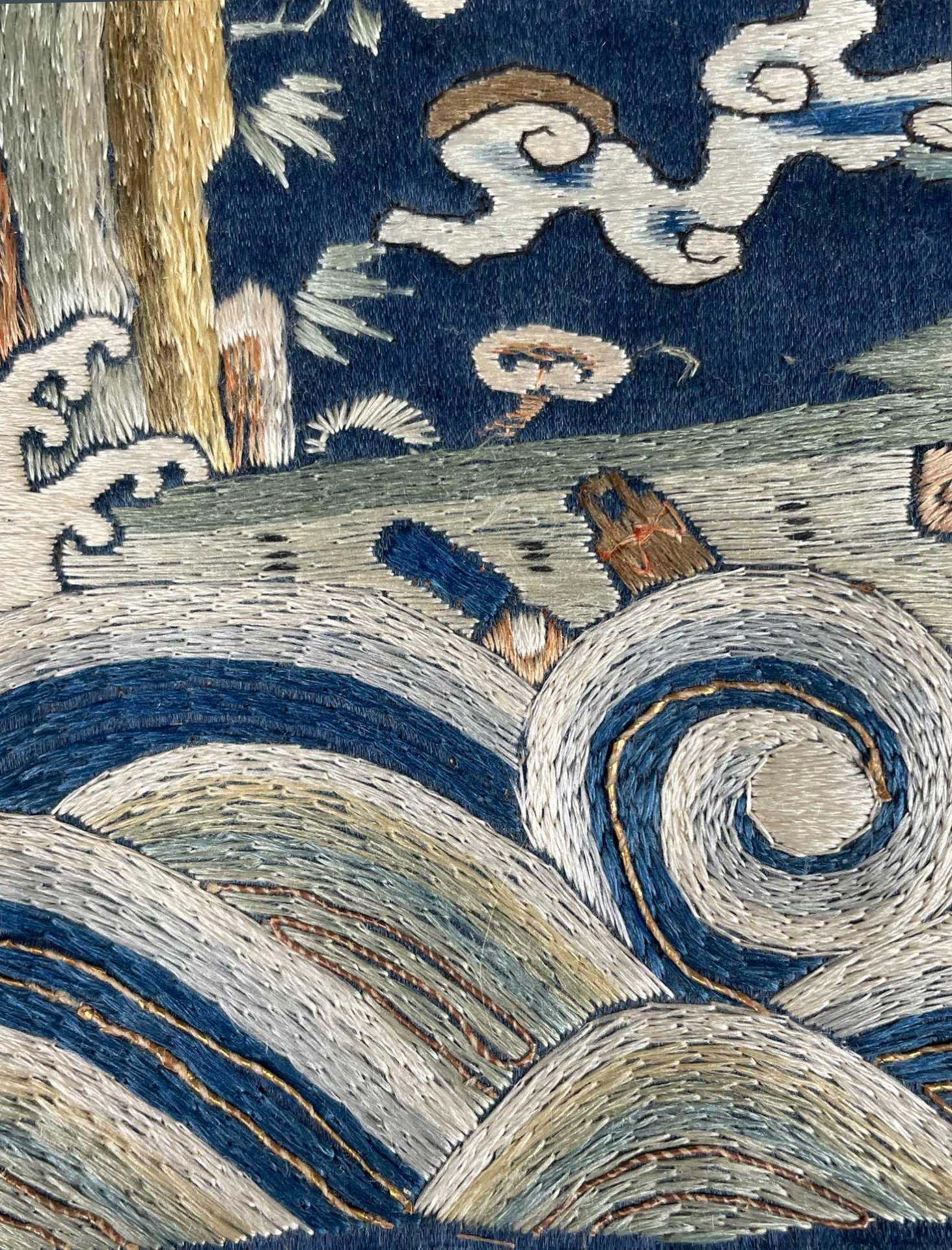 Rangabzeichen. Für die Rückseite einer Robe. Wohl Kranich. - Image 5 of 8
