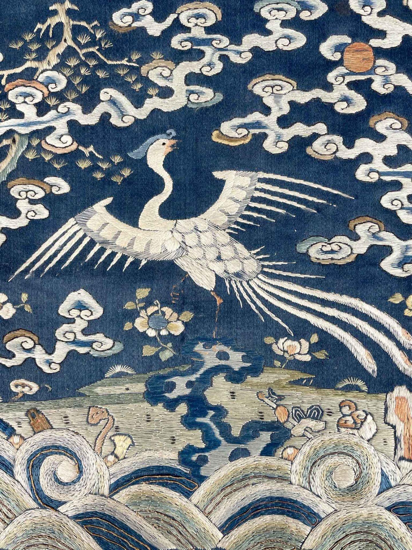 Rangabzeichen. Für die Rückseite einer Robe. Wohl Kranich. - Image 2 of 8