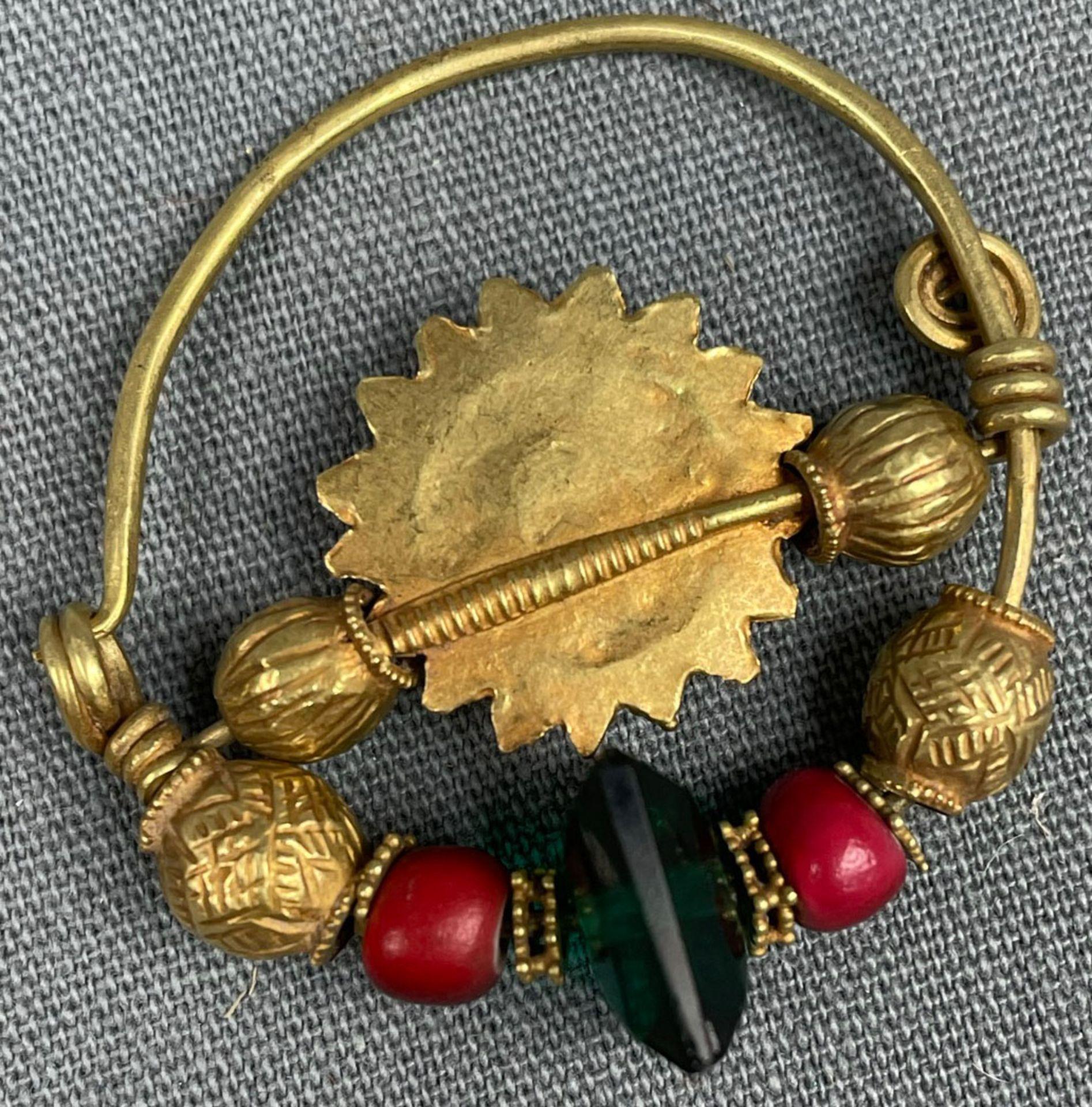 3 Anhänger, Ohrschmuck? Wohl Mogul Indien antik. Gold. - Image 4 of 10