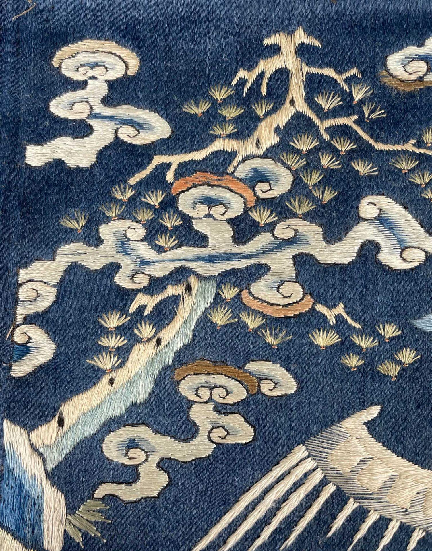 Rangabzeichen. Für die Rückseite einer Robe. Wohl Kranich. - Image 6 of 8