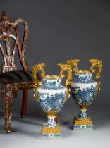 Paar prunkvolle Vasen