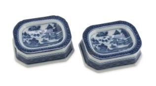 A PAIR CHINESE STYLE WHITE AND BLUE PORCELAIN SALT-CELLARS. MOTTAHEDEH MANUFACTURE.