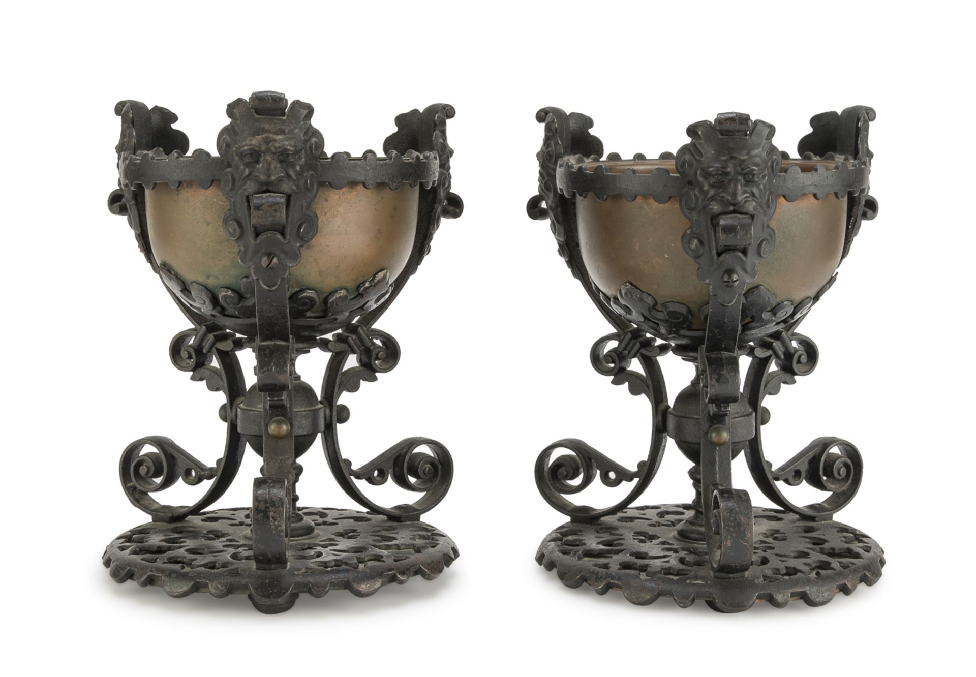 PAIR OF IRON CUPS RENAISSANCE STYLE EARLY 20TH CENTURY