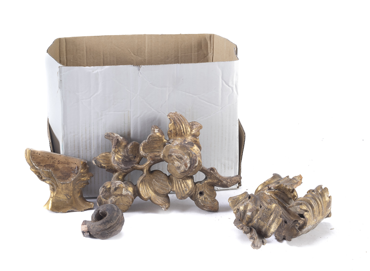 BOX OF GILTWOOD FRIEZES AND ELEMENTS