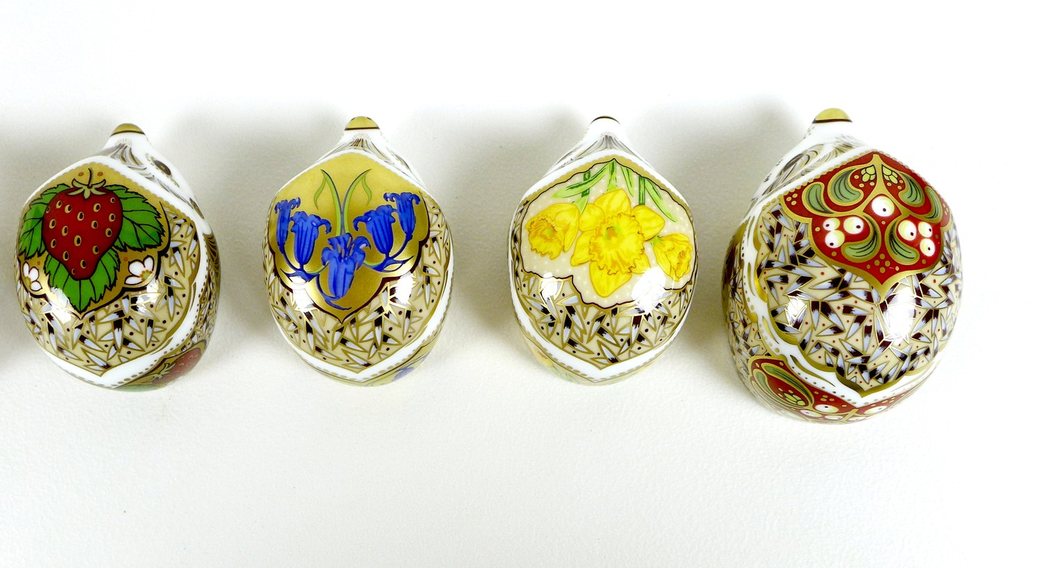 A group of eight small Royal Crown Derby paperweights, all modelled as hedgehogs, comprising ' - Image 5 of 16