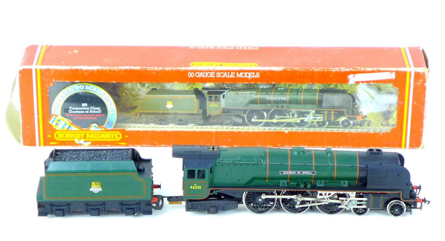 Hornby and Mainline OO gauge locomotives and tenders, comprising a 4-6-2 Britannia 70000, an 8-6-2 - Image 4 of 4