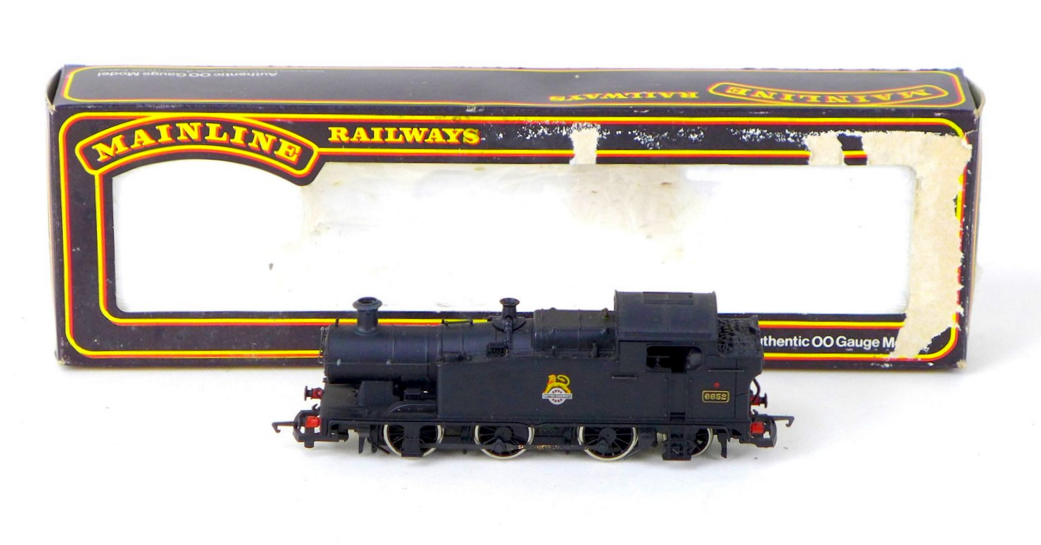 Hornby and Mainline OO gauge locomotives and tenders, comprising a 4-6-2 Britannia 70000, an 8-6-2 - Image 2 of 4
