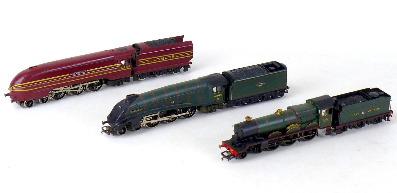 Three Hornby OO gauge model locomotives with tenders, comprising 4-6-2 Mallard 60022