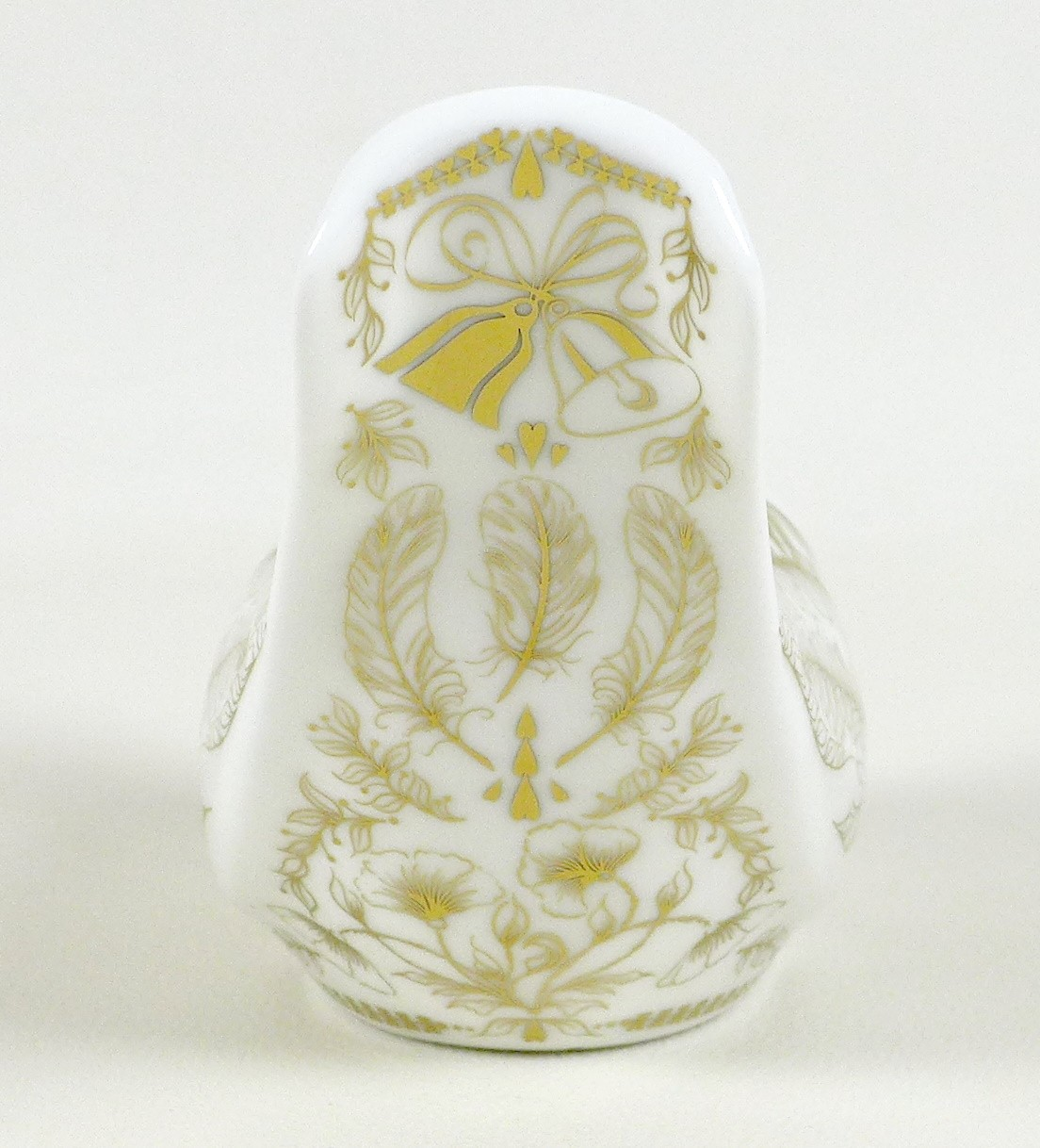 A Royal Crown Derby commemorative paperweight, modelled as 'Dove of Peace', 1914-1918, to mark the - Image 3 of 7