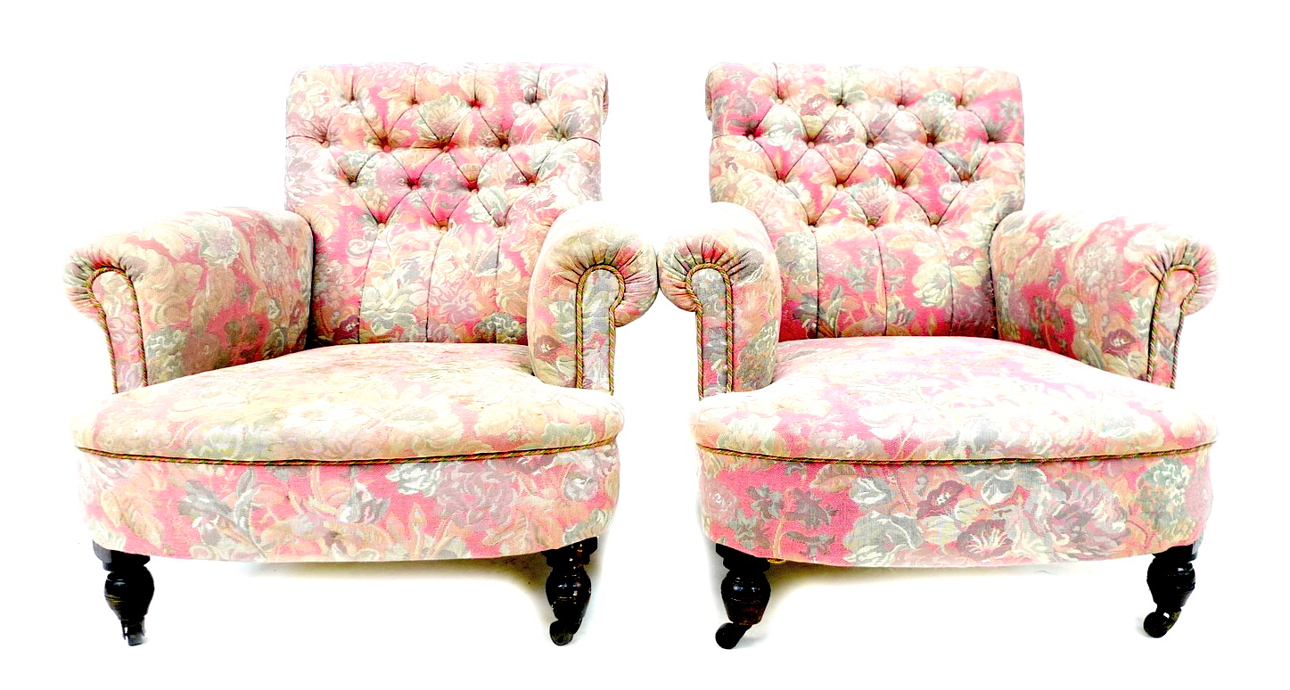 A pair of Victorian easy armchairs, in the style of Howard & Sons, upholstered in pink and grey - Image 4 of 4