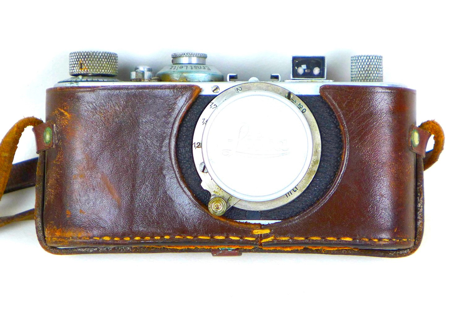 A vintage 1930s Leica camera, with Leitz Elmar 1:3.5 f=50mm lens, serial no. 168496, with chrome and - Image 7 of 8