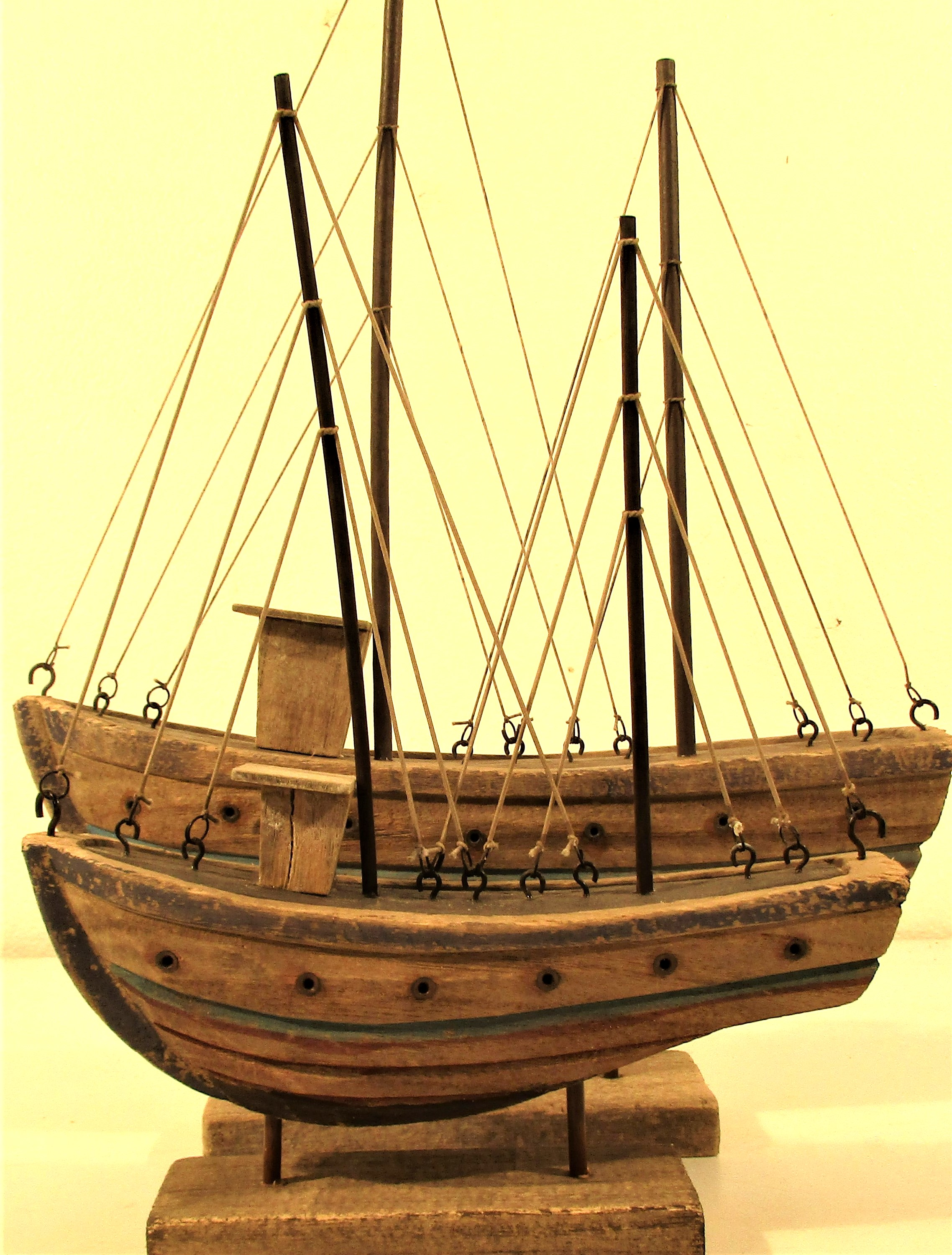 2x wood and painted boats with full rigging. 30 x 42 and 22 x 30cm. New