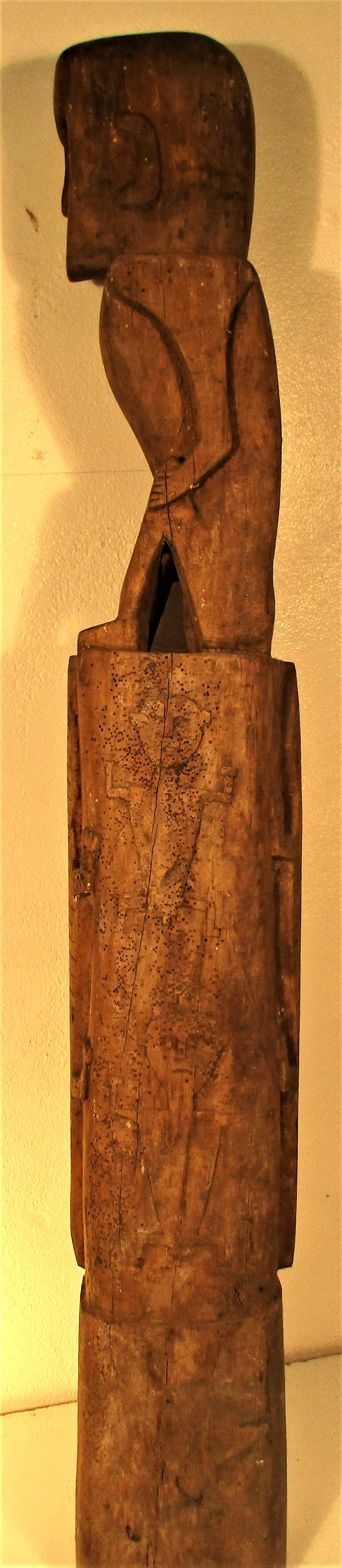 A house post sculpture from Sumba. It is part of the ritual of death that a sculpture of the