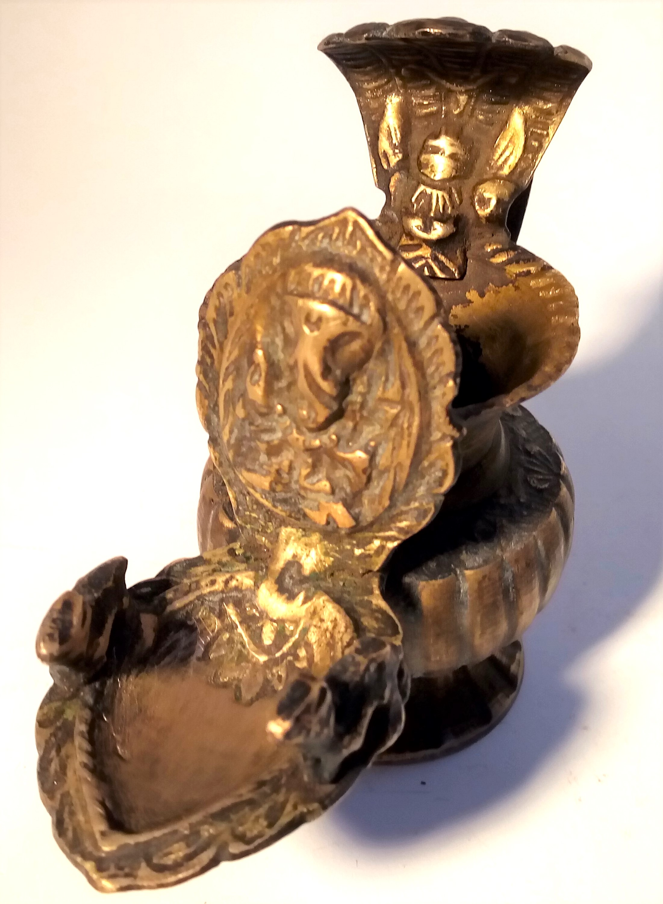 Cast brass container and lamp from India. The pot is used for kohl or binde, the lamp is a small oil - Image 4 of 4