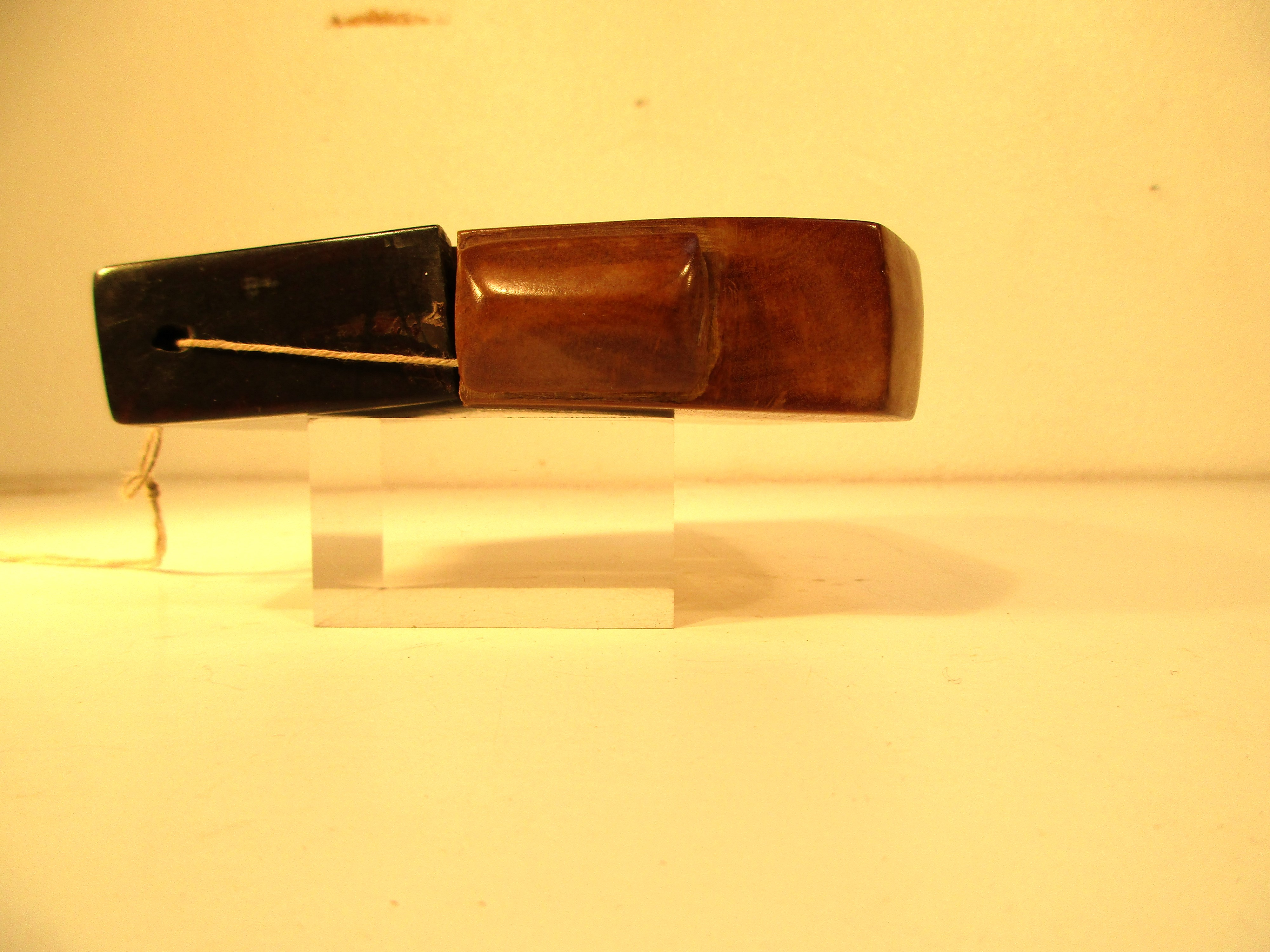Tobacco pouch possibly from Lombok or Java.. Made from a hardwood with and ebony wood lid. 12 x - Image 2 of 3