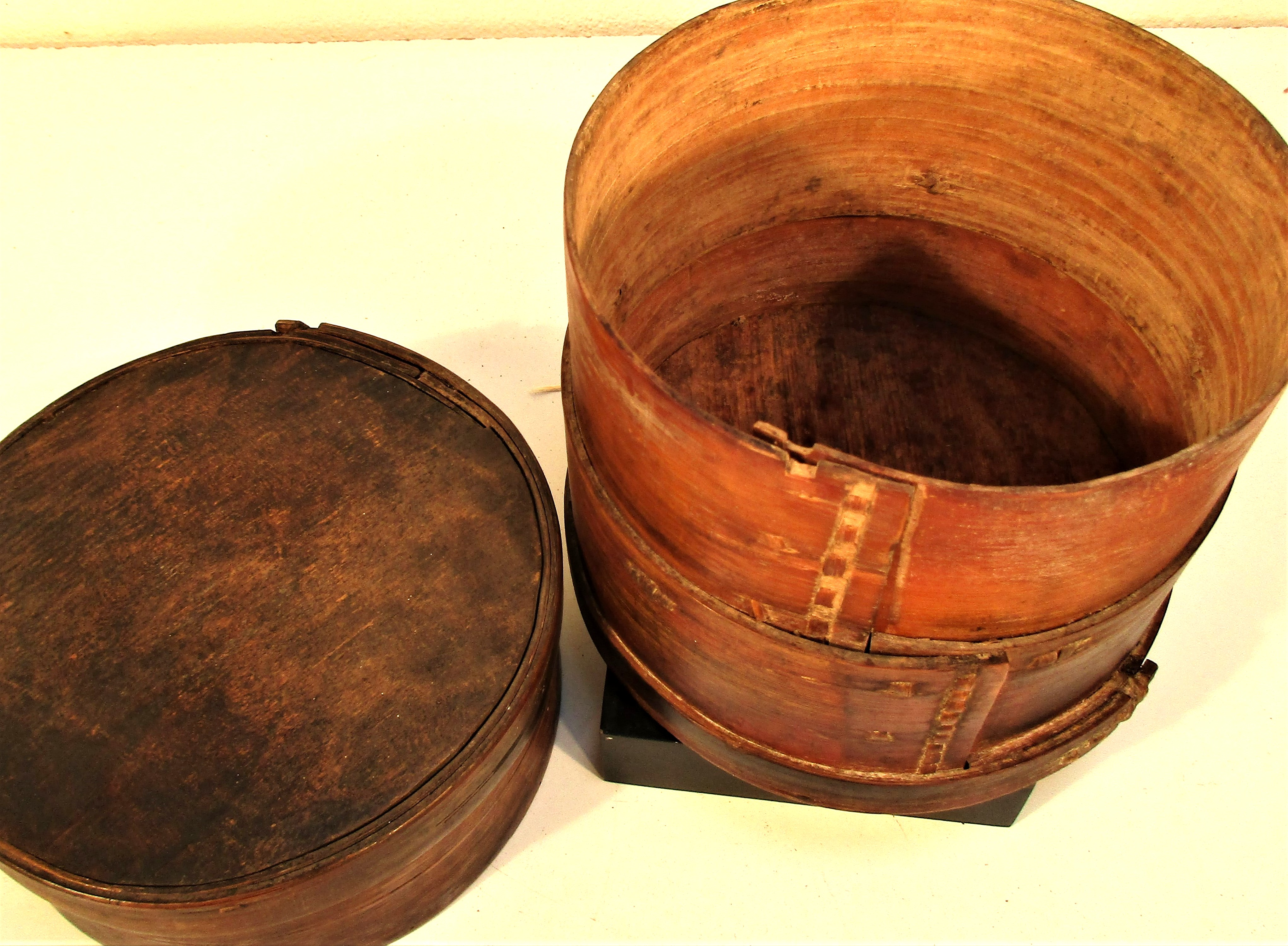 Bamboo rice container from China. 16 x 16cm. Late 20th c. - Image 3 of 3