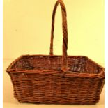 Square basket with long handle. 31 x 25 x 10cm.