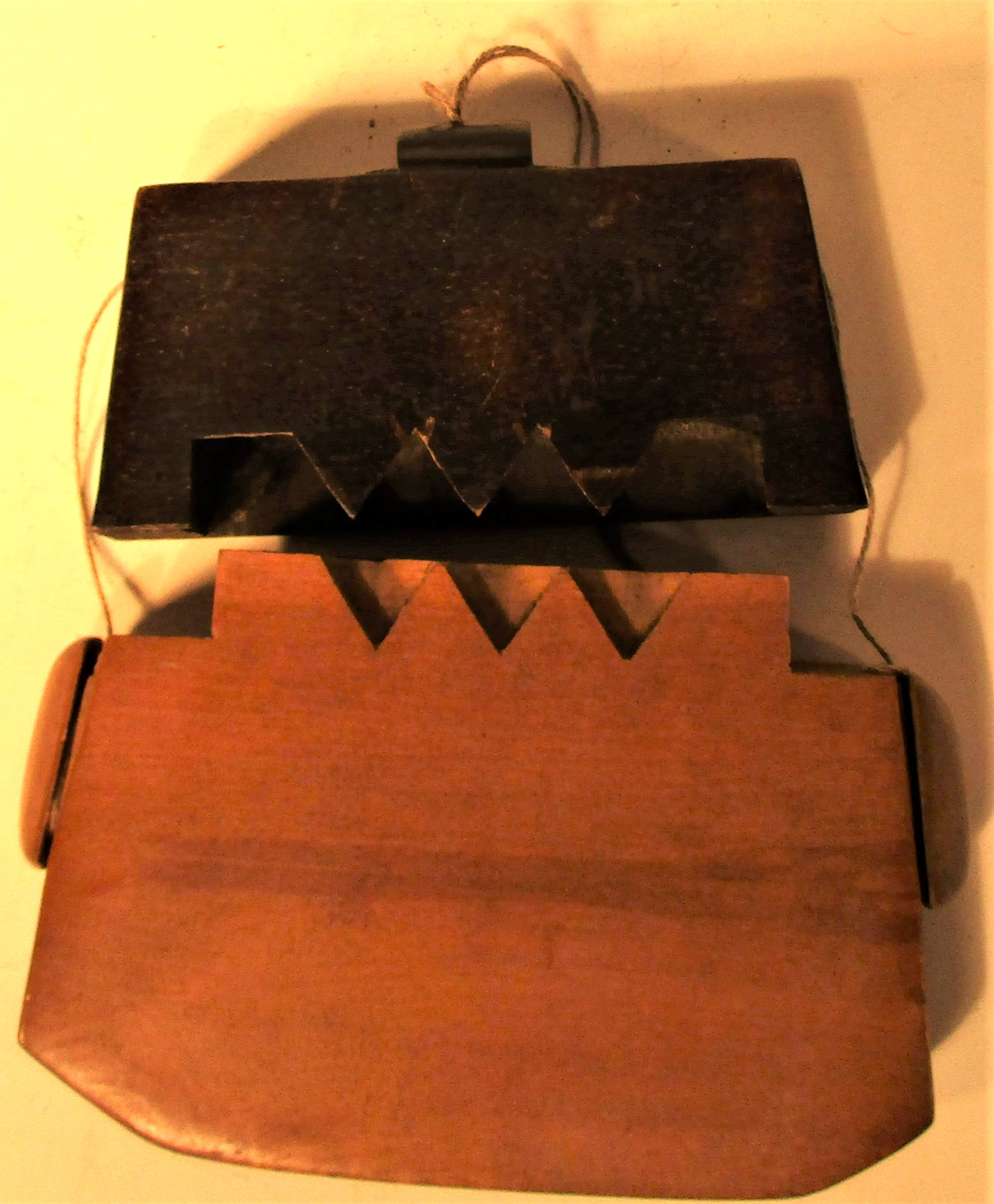 Tobacco pouch possibly from Lombok or Java.. Made from a hardwood with and ebony wood lid. 12 x - Image 3 of 3