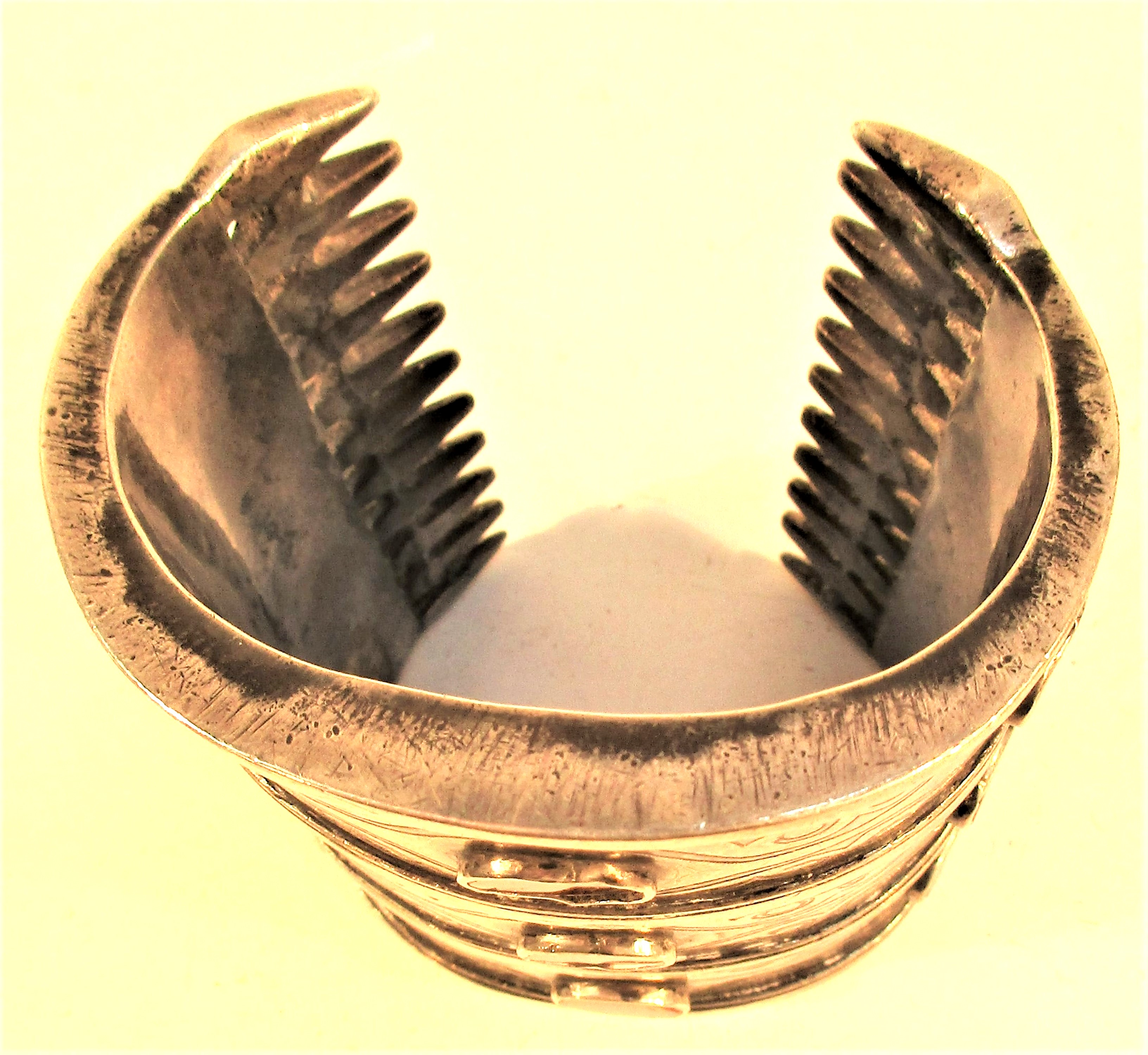 A very traditional antique Turkoman bracelet. White metal with gold wash and 9 cornelians. This is a - Image 3 of 3