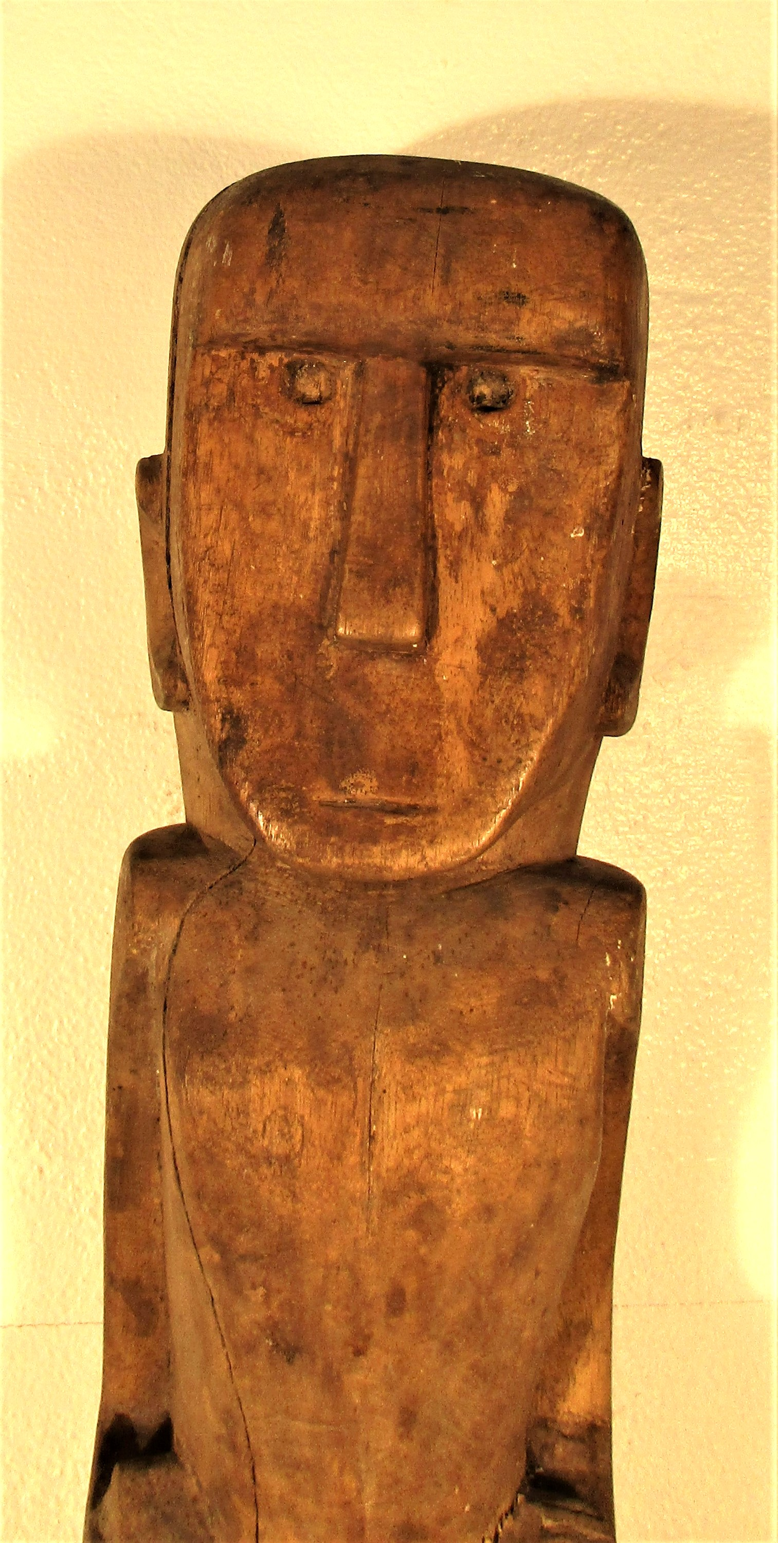 A house post sculpture from Sumba. It is part of the ritual of death that a sculpture of the - Image 3 of 4