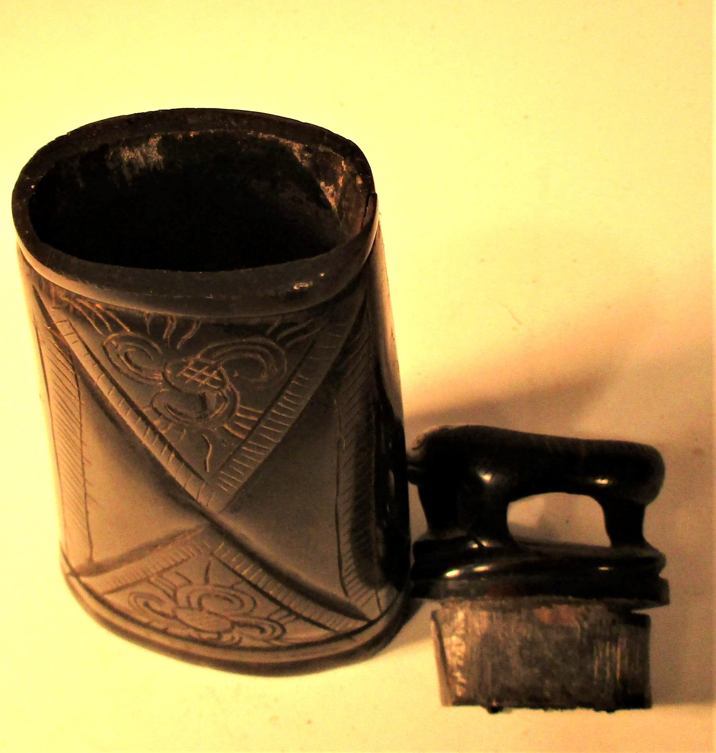 Horn ignition powder container, Torba Batak. Made from water buffalo horn.15 x 7cm. Late 20th c. - Image 3 of 4