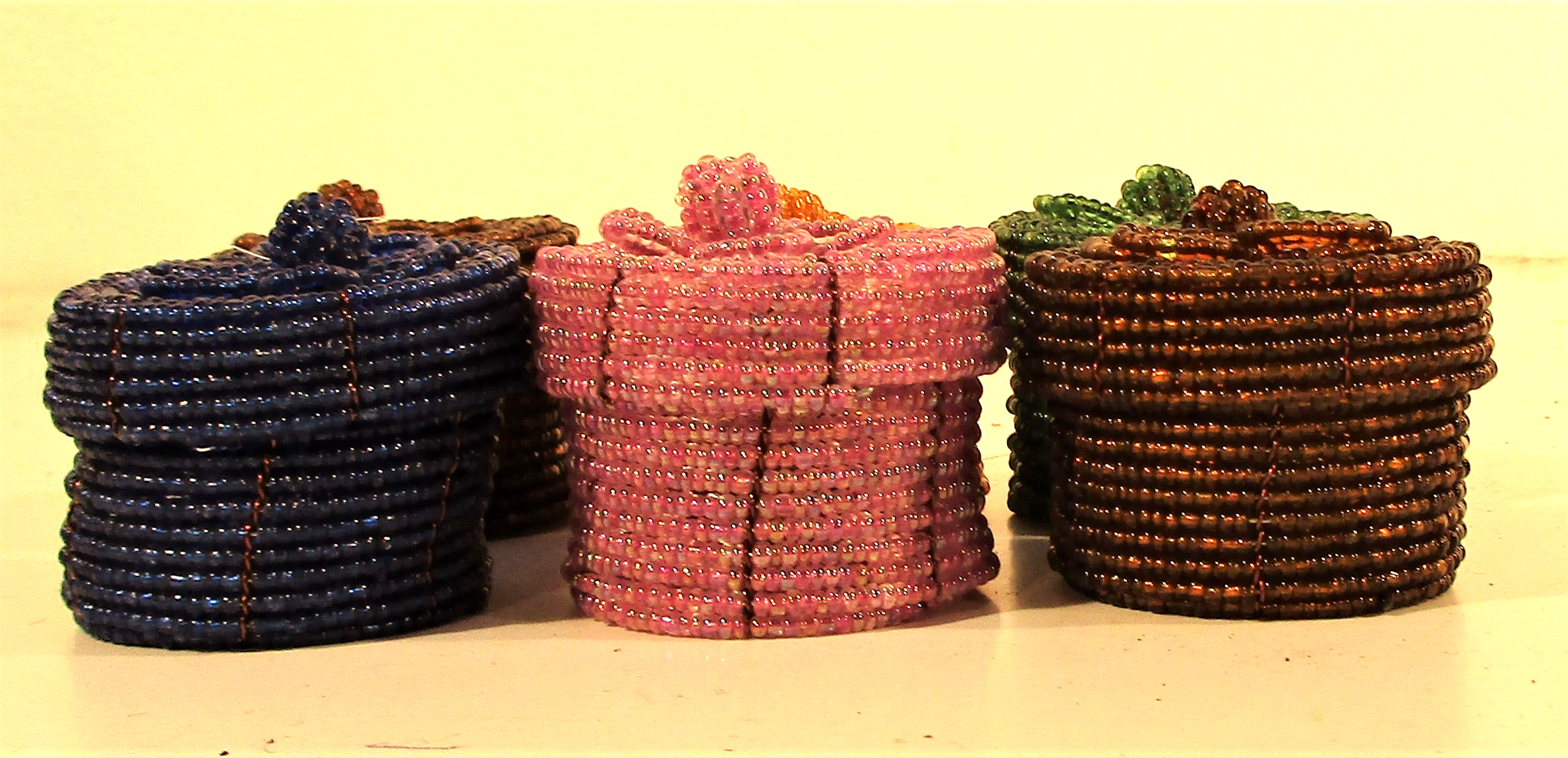 6x Small beady boxes for pills or earrings. Each 5cm. Diam.