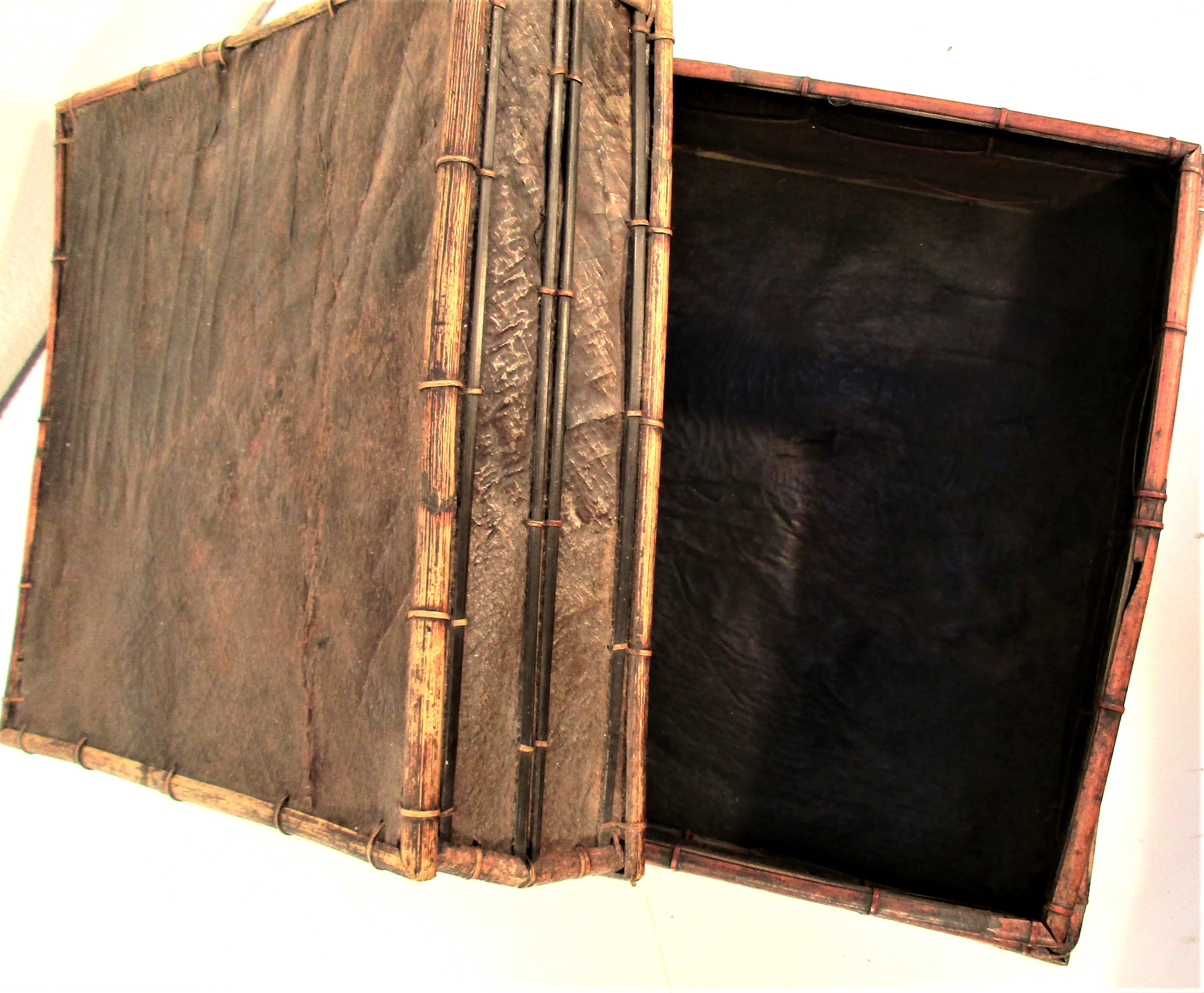 Storage box with lid made from banana leaf from Lombok. 30 x 30 x 20cm. - Image 3 of 3