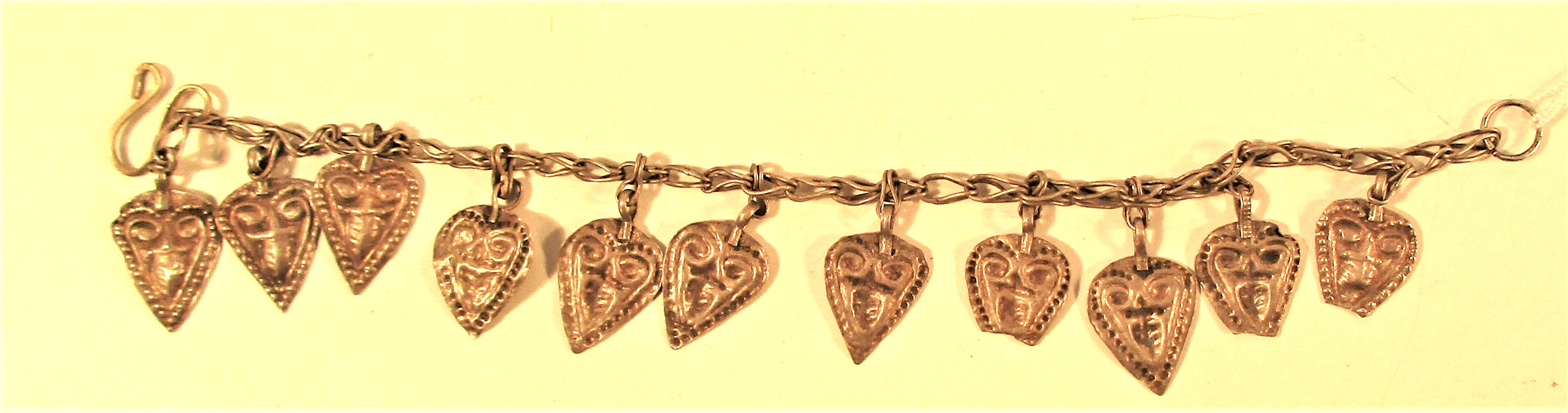 Bracelet from chain and drops. 20cm.