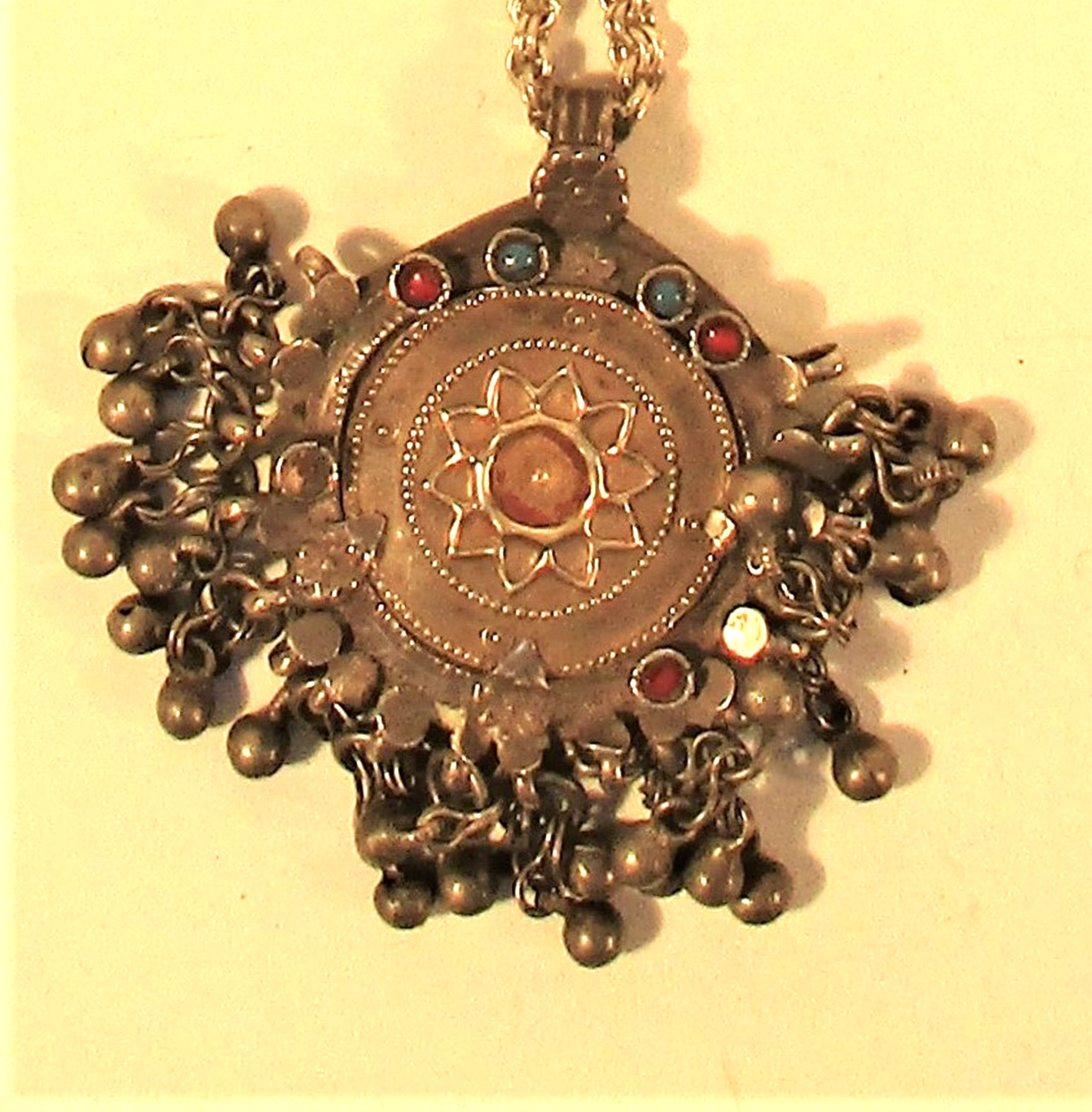 Pendant with antique Nepalese white metal ornament on a chain. 30cm. - Image 2 of 2