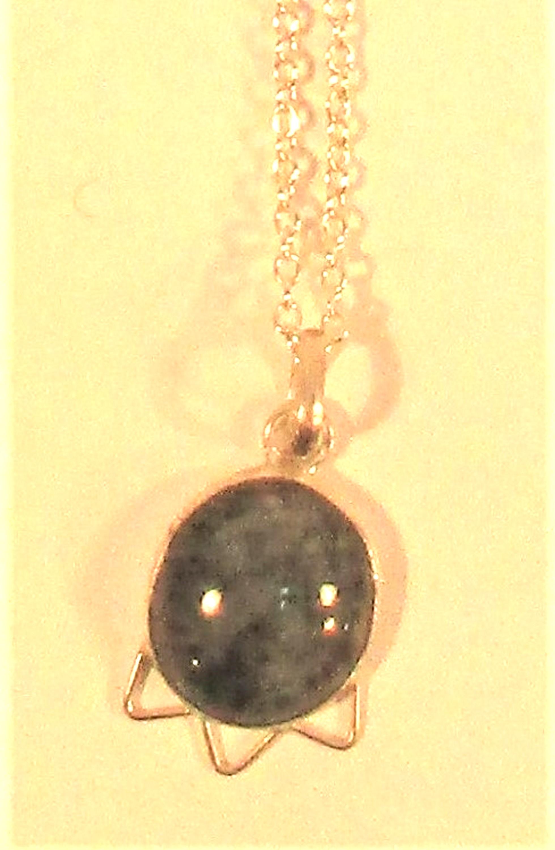 Jasper pendant on chain. 25cm - Image 2 of 2
