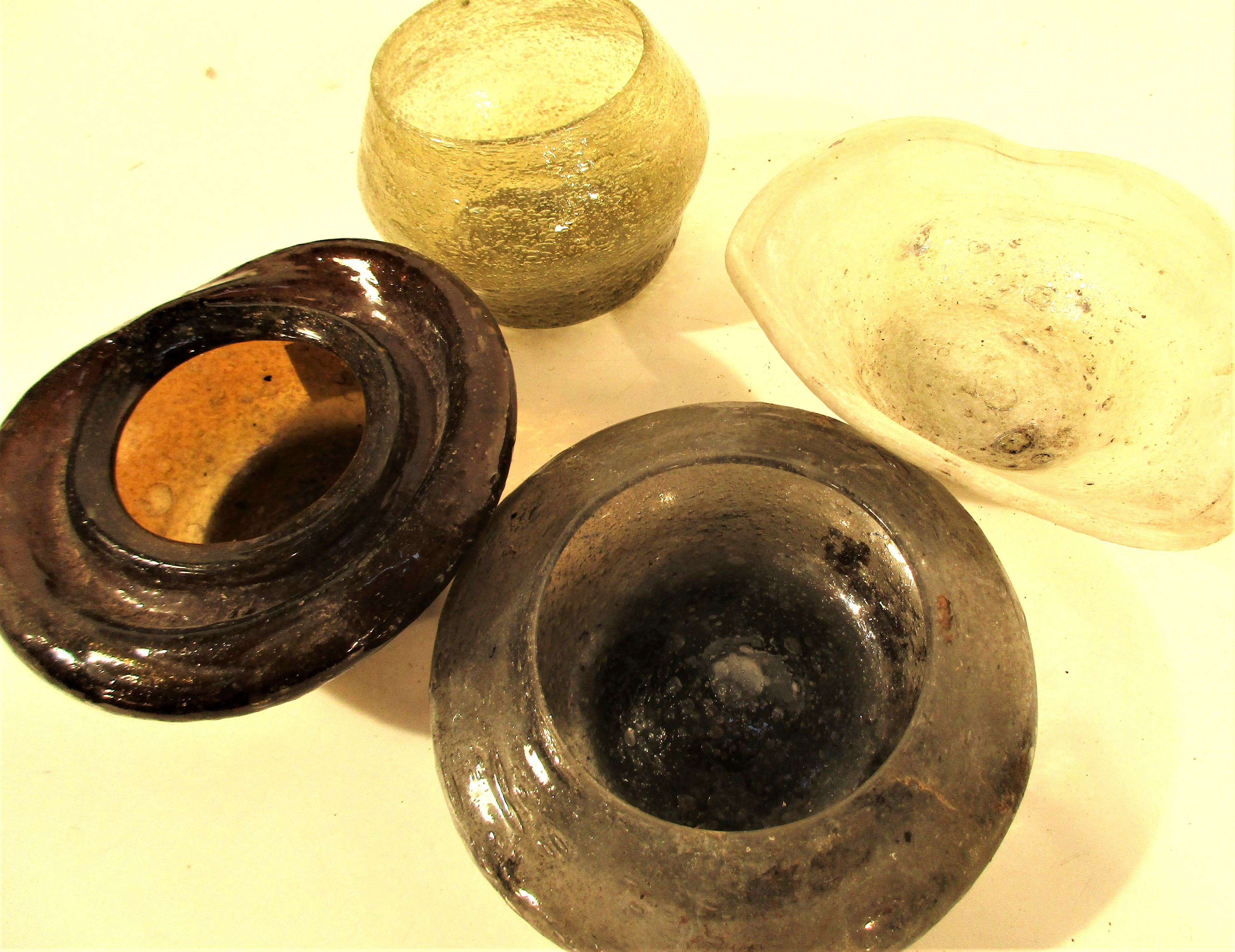 4x Afghan glass dishes. Each about 11 x 5cm. - Image 2 of 2
